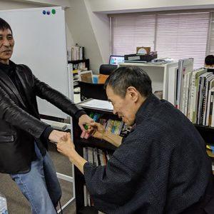 ヒモトレをする安田氏